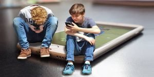 Smartphone e carenza di sonno causano gravi disturbi mentali nei ragazzi più giovani
